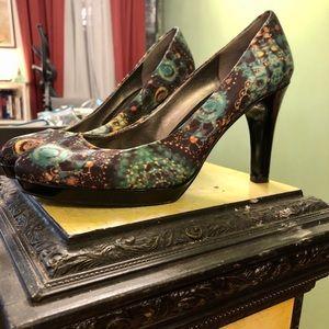 Bandolino Heels in gorgeous green & blue pattern